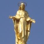 Maria figuren på toppen af kirken