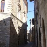 Gaden ned til klosteret hvor vi bor